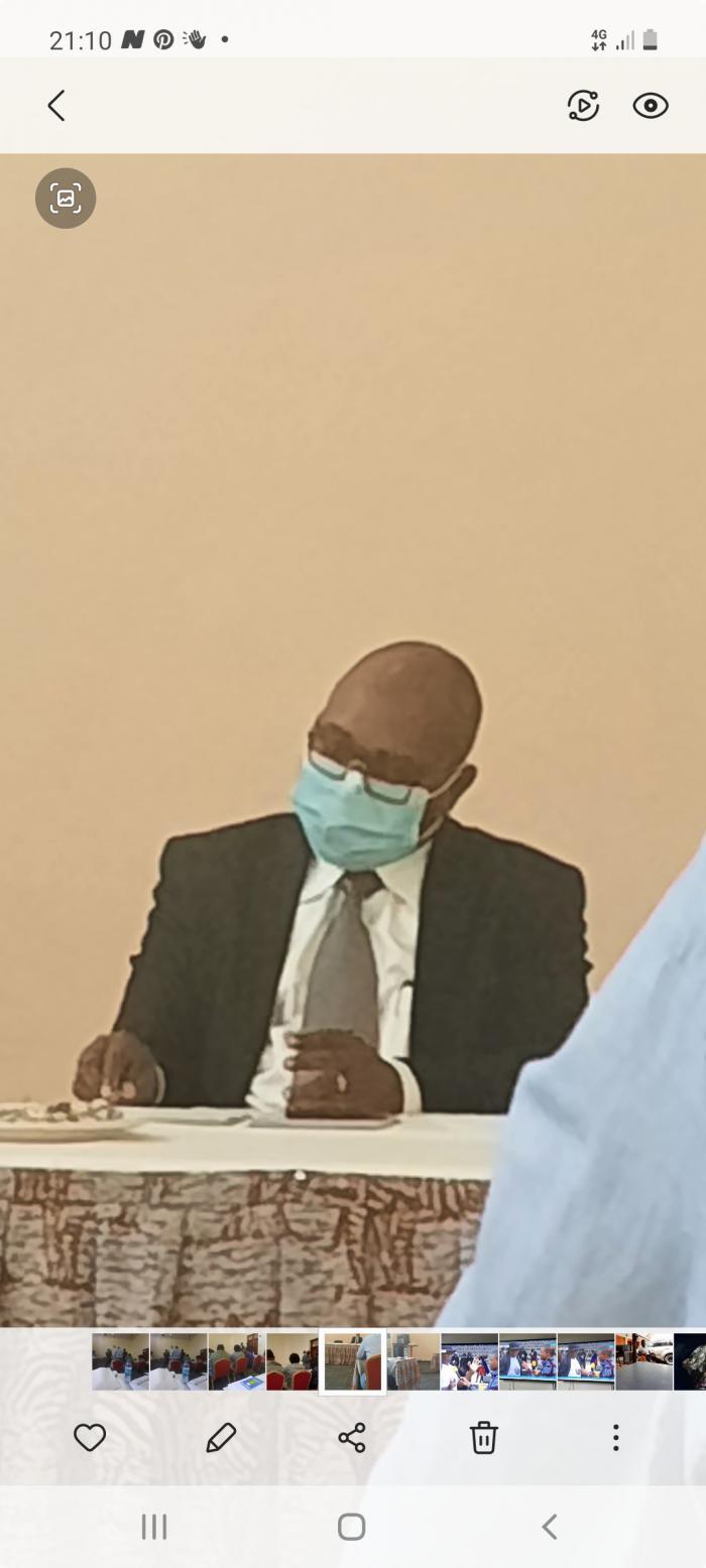 Mh waziri Ndumbaro akiwahutubia wadau wa uwindaji wa wenyeji chuo cha utalii tarehe 10 August 2021